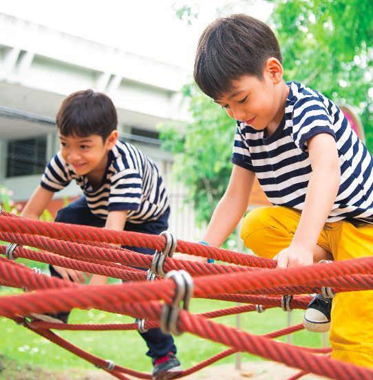 Image of two children playing outdoors from Partnership for a Healthier America's 2016 Annual Progress Report.