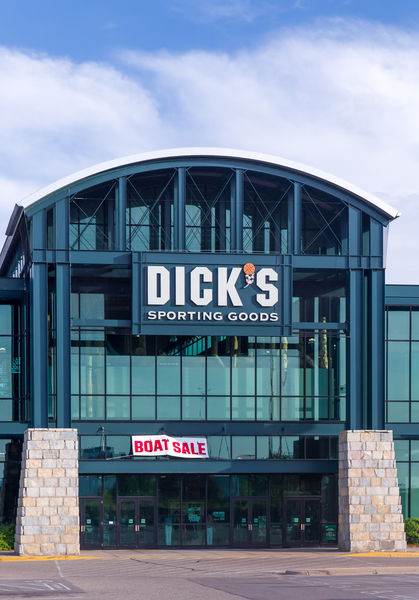 Image of a DICK's Sporting Goods storefront.